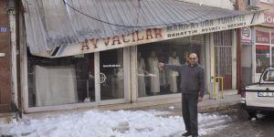 Seydişehir'de çatıdaki karlar tehlike saçıyor