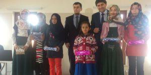 Kur'an kursundan öğrencilere tablet ödülü