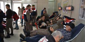 Jandarmadan kan bağışı kampanyasına destek