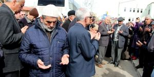 Seydişehir'de umre gidenler dualarla uğurlandı