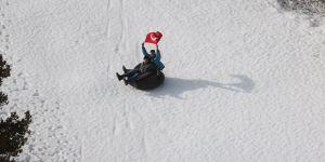 Derebucaklı gençlerin kayak keyfi