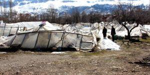 Seydişehir'de seraları yıkılan çiftçiler yardım bekliyor