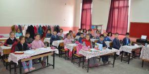 Sarayönü'nde öğrencilere 8 bin 500 kitap dağıtıldı