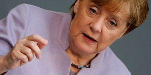 Merkel: AB-Türkiye ilişkileri sert şekilde darbe aldı