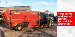 Geri manevra yapan traktörün altında can verdi