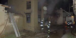 Sobadan çıkan yangın 3 evi kül etti