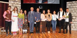 Selçuk Tıp Fakültesi öğrencilerinden tiyatro