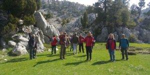 Konyalı dağcılar eski kervan yolundan yürüdü