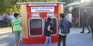 Beyşehir Belediyesinden parka kitap ve oyuncak kumbarası