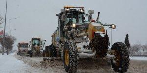 Büyükşehir kar ve buzlanmaya karşı 24 saat görev başında