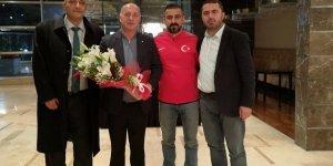 Konyaspor taraftarından Milli destek