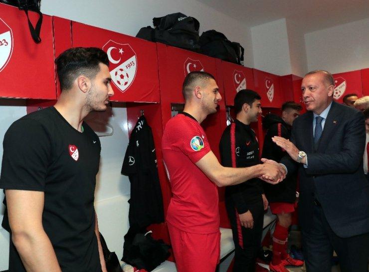 Cumhurbaşkanı Erdoğan, A Milli Takım'ı tebrik etti