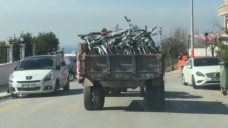 CHP'li Yalova Belediyesi'nde skandal...Bakanlığın hibe bisikletlerine kendi adaylarının ismini yazdılar