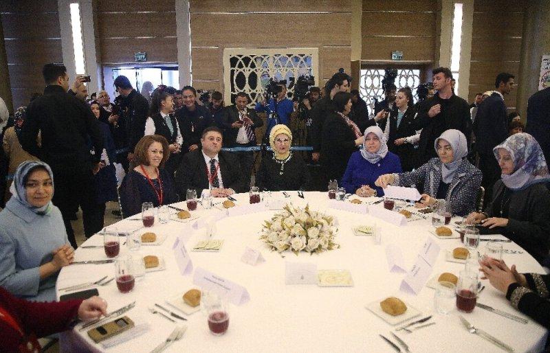 Emine Erdoğan Zeytinburnu'nda Rumeli-Balkan kadınlarıyla buluştu
