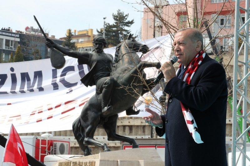"""Cumhurbaşkanı Erdoğan; """"Türkiye'nin son 17 yılda elde ettiği başarılarda hükumet ve yerel yönetimlerin uyumlu çalışmasının ahenk içerisinde olmasının payı büyük"""""""