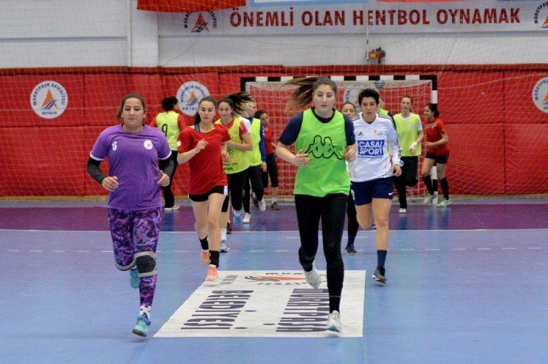 Muratpaşa Belediyespor şampiyonluk için sahaya çıkacak