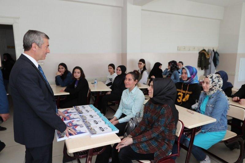 Şahinbey'den öğrencilere ücretsiz kaynak kitap