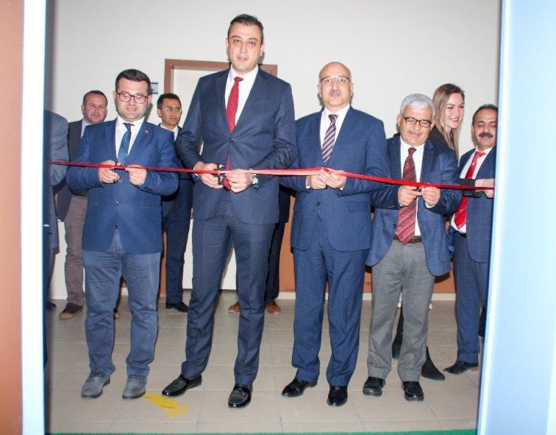 Yunak'ta robotik kodlama ve teknoloji sınıfı açıldı