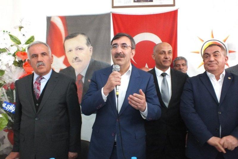 AK Parti'li Yılmaz Malazgirt'te