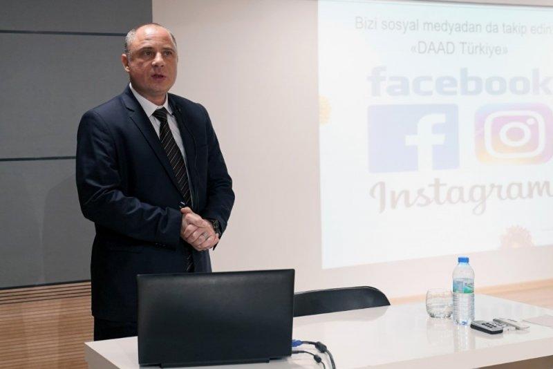 Kapadokya Üniversitesi öğrencilerine yurtdışı eğitim semineri verildi