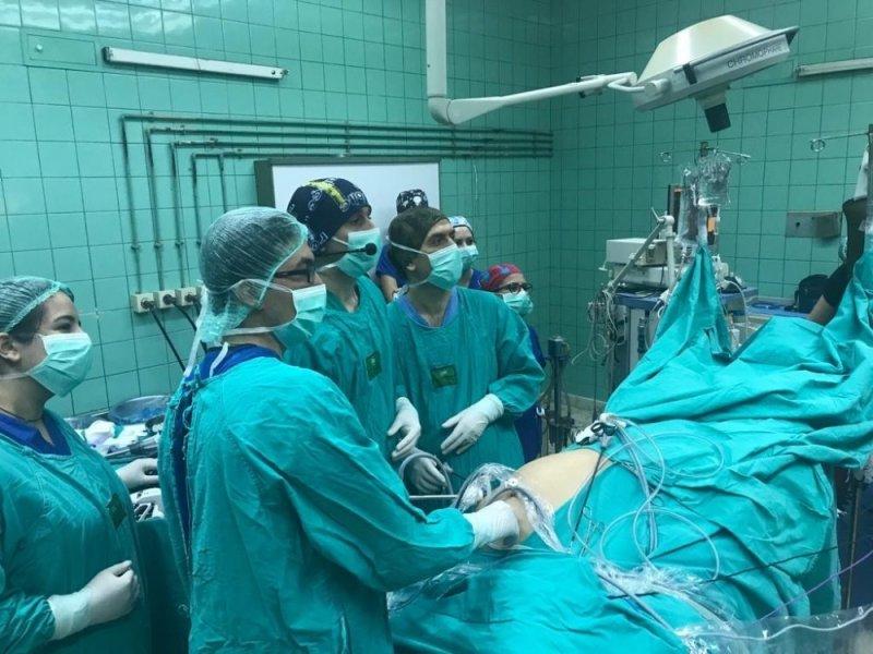 Balcalı'da laparoskopik rektum kanseri cerrahisinde canlı yayın
