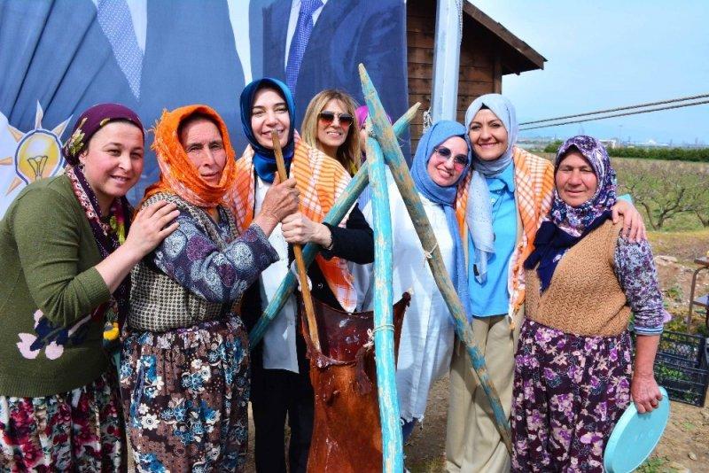 Ayşen Zeybekci, Torbalı'da kadınlarla bir araya geldi