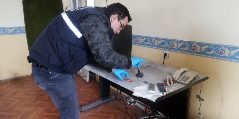 Hırsızlar kendilerini kaydeden güvenlik kamerası cihazını da çaldılar