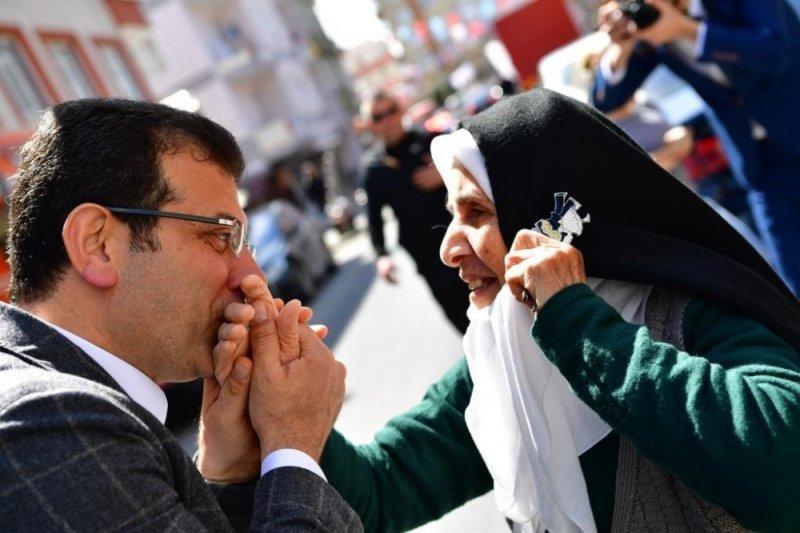 """İmamoğlu: """"İstanbul'da ve Türkiye'de 1 Nisan'da çok güzel çiçekler açacak"""""""