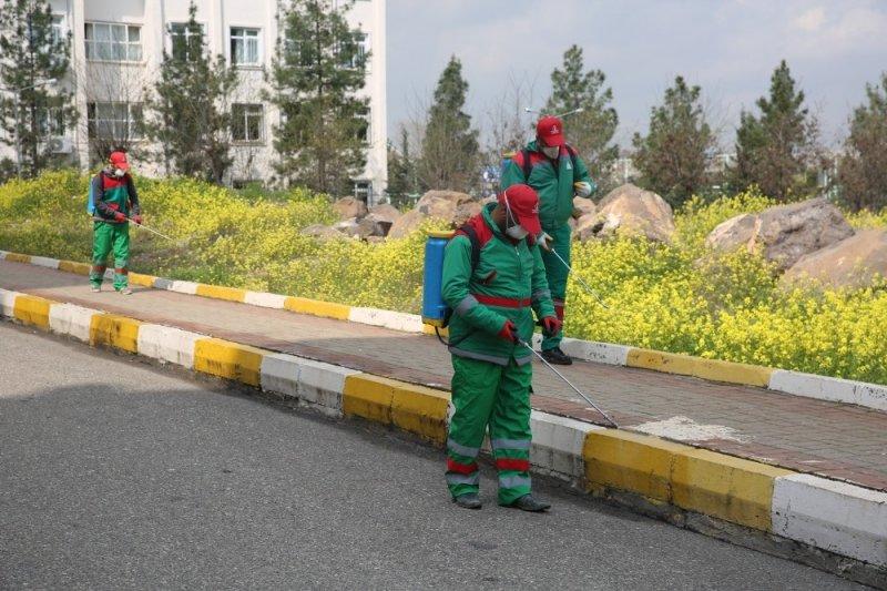 Karaköprü'de haşerelere karşı ilaçlama yapıldı