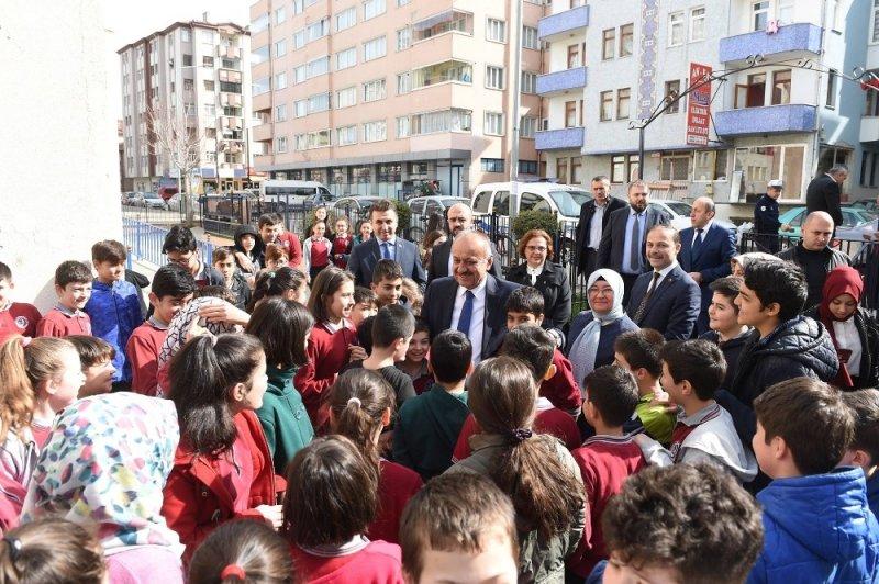 Başkan Babaş'tan okullara salon kurma sözü