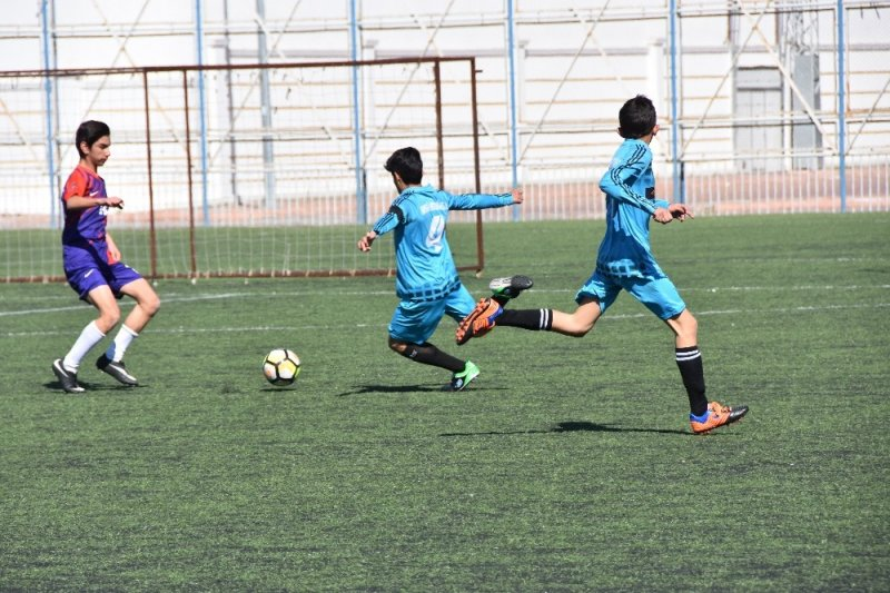 Ortaokullar arası futbol turnuvası başladı