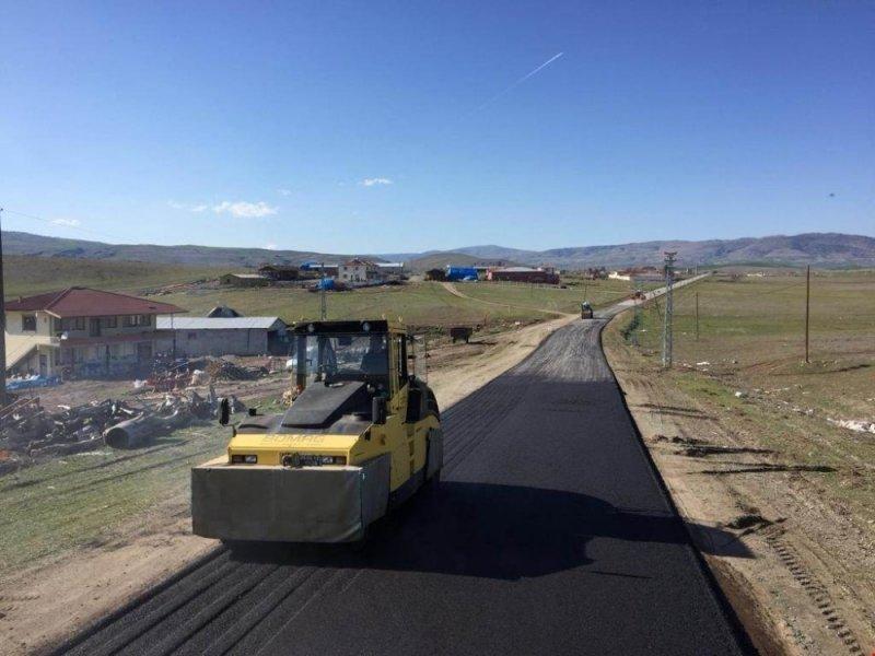 Sıcak asfalt çalışmaları başladı