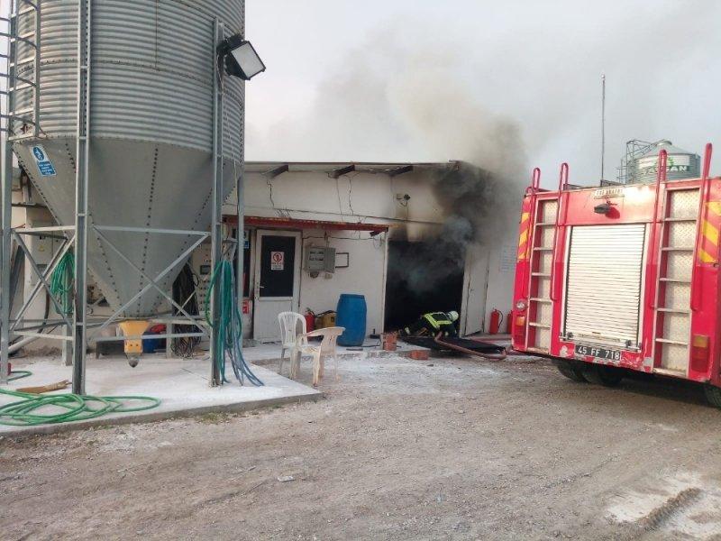 Saruhanlı'da tavuk tesisinde yangın