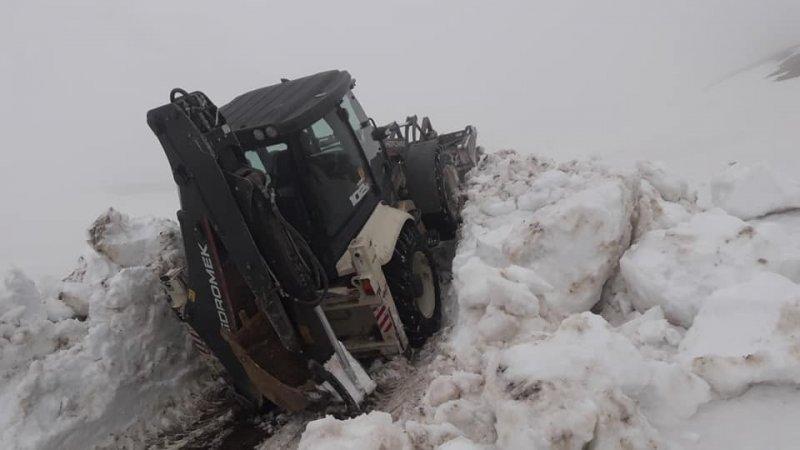 Yayla yollarında kar temizliği