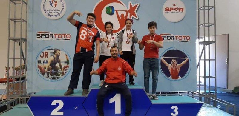 Düzceli haltercilerden Türkiye rekoru