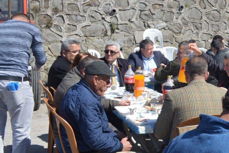 Başkan Demirtaş ve belediye personelleri öğe yemeğinde buluştu