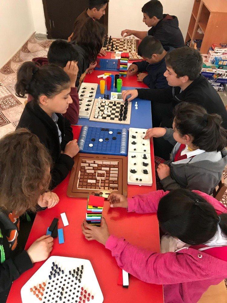 Köy okulunda zeka oyunları sınıfı açıldı