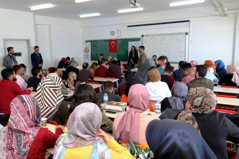 AİÇÜ'de Kitap Ödüllü Lugat Bilgisi ve Osmanlıca Okuma Yarışması düzenlendi