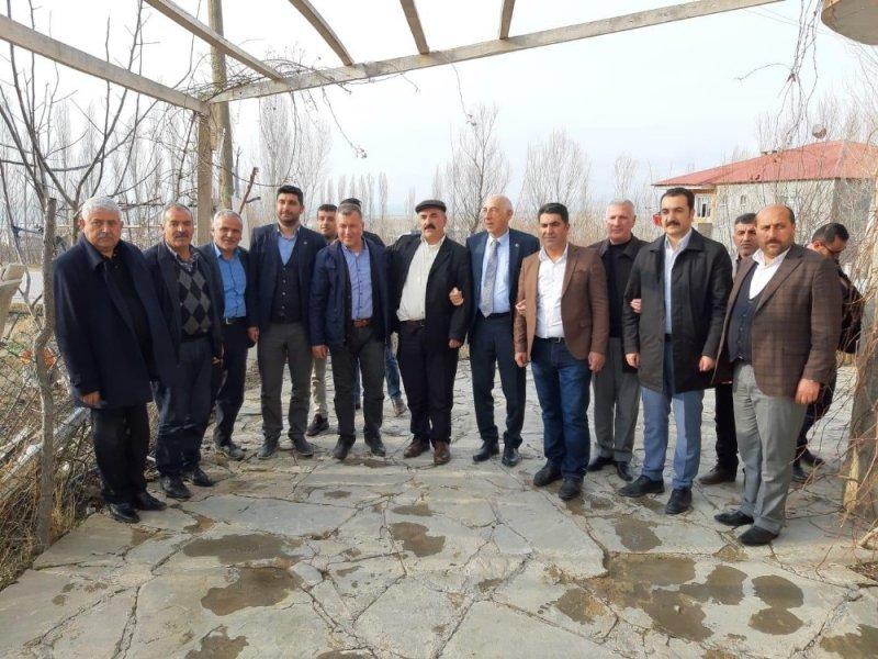 AK Parti'li Kartal'dan ev ziyaretleri