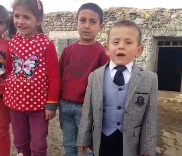 Sosyal medyayı sallayan 5 yaşındaki muhtar adayından ikinci video