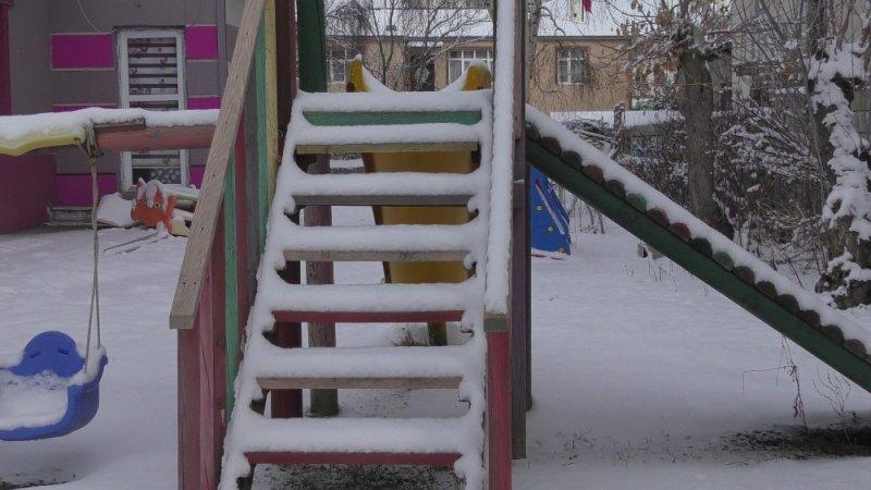 Ardahan'da yoğun kar kenti beyaza bürüdü