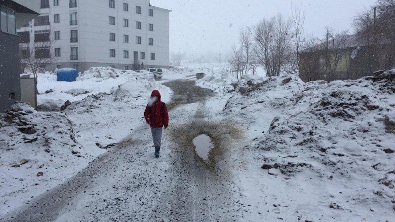 Karlıova'da kar yağışı yeniden başladı