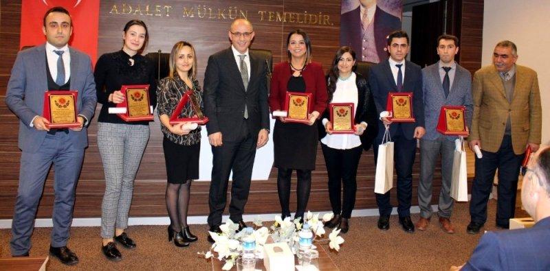 Gaziantep'te başarılı adliye personeline plaket