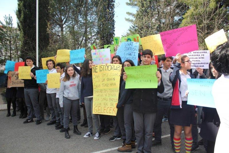 TED öğrencileri iklim değişikliğine karşı grev yaptı
