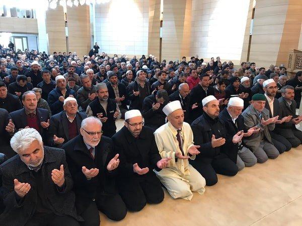 Karaman'ın en büyük camisi ibadete açıldı
