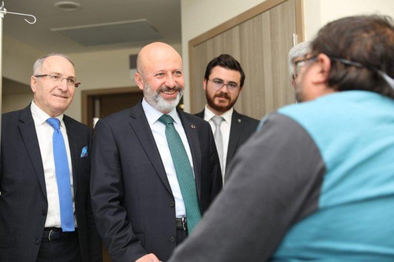 Başkan Çolakbayrakdar'dan hastalara moral ziyareti