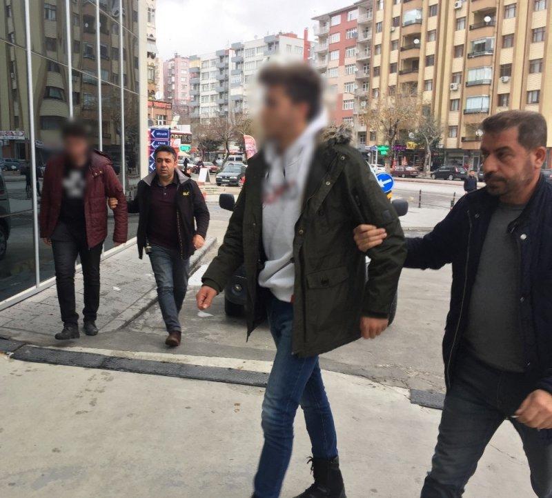 Başörtülü öğrencilere ve Cumhurbaşkanı hakaret eden 2 şahıs gözaltında