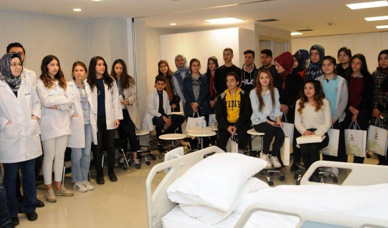 Lise öğrencileri meslek seçimi konusunda bilgilendirildi