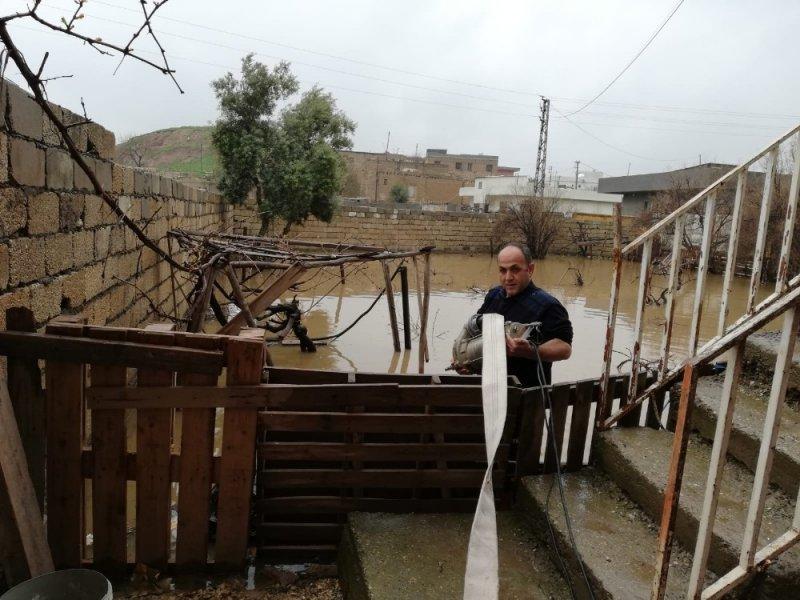 Dere yatağı taştı, mahalle sular altında kaldı