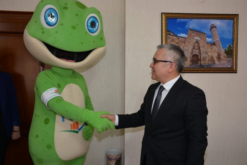 'Toro' maskotu Vali Şimşek'i ziyaret etti